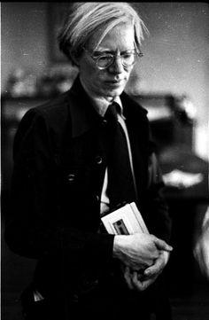 """Las conversaciones de """"Andy Warhol"""" eran registradas en su grabadora a la que llamaba 'esposa'. Hoy, 11pm."""