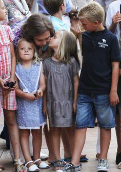 royalwatcher:  A kiss for grandma-Queen Sofia with her grandchildren Victoria, Sofia, Leonor and Pablo