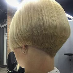 Classic Blunt Bob - 40 Stylish and Sassy Bobs for Round Faces - The Trending Hairstyle Short Wedge Hairstyles, Stacked Bob Hairstyles, Graduated Haircut, Graduated Bob, Short Hair Cuts, Short Hair Styles, Bobs For Round Faces, Short Stacked Bobs, Undercut Hairstyles