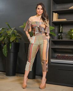 Image may contain: one or more people and people standing Stylish Eve Outfits, Classy Work Outfits, Chic Outfits, Spring Outfits, Fashion Mode, Girl Fashion, Fashion Dresses, Diy Summer Clothes, Crop Top Designs
