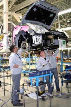 乗用車を組み立てている日産自動車のロシア工場=サンクトペテルブルク ▼4Mar2014朝日新聞 米ロ緊張、日本企業に不安拡大 米、対ロ経済制裁を検討 http://t.asahi.com/e4qk #nissan #NissanMotor #russia #SaintPetersburg