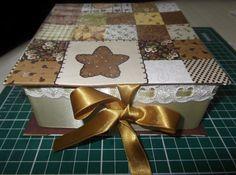 Ensinamos como fazer uma Caixa de Cartonagem, usando tecido, com as fitas Sinimbu. Essa e a versao que fizemos em video de um PAP para a Sinimbu, ele em fotos esta na pagina PAP aqui do nosso Blog.  http://www.youtube.com/watch?v=gn278EMFQmk=player_embedded