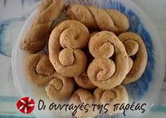 Great recipe for Vegan koulourakia with apple purée. Tasty, easy and fragrant koulourakia (cookies) for your coffee! Moreover, they are vegan and you can have them when fasting! Recipe by vasiliki ver Greek Sweets, Greek Desserts, Greek Recipes, Healthy Desserts, Greek Cookies, Tasty, Yummy Food, Cookie Pie, Best Cookie Recipes