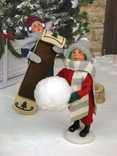 Byers' Choice Carolers – Snow Day Kids with Toboggan and Snowball
