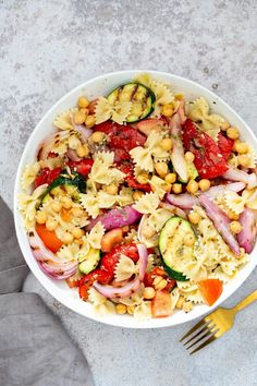 This Easy Summer Pasta Salad with Grilled Vegetables will be your new go-to for all potlucks and picnics! Perfectly cooked pasta, juicy tomatoes, smoky-sweet grilled veggies, and protein-rich chickpeas all tossed in a quick Italian dressing! The perfect make-ahead bbq side dish or weeknight dinner. Easy Summer Salads, Summer Pasta Salad, Summer Recipes, Pasta Side Dishes, Side Dishes For Bbq, Main Dishes, Pasta Salad Italian, Vegetable Pasta, Pasta Shapes