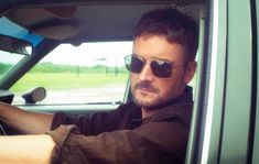 Eric Church's sixth studio album 'Desperate Man' once again proves his staying power and leaves a lasting mark on his listeners. Country Music Quotes, Country Music Videos, Country Music Stars, Country Music Singers, Easton Corbin, Dustin Lynch, Justin Moore, Florida Georgia Line, Brantley Gilbert
