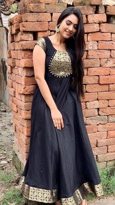 Salwar Neck Designs, Churidar Designs, Kurta Neck Design, Dress Neck Designs, Designs For Dresses, Churidhar Neck Designs, Indian Gowns Dresses, Indian Fashion Dresses, Indian Designer Outfits