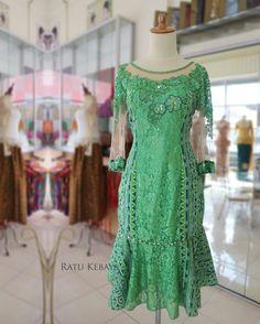Trendy Dress Pattern For Women Inspiration Fabulous Dresses, Trendy Dresses, Beautiful Outfits, Nice Dresses, Short Dresses, Fashion Dresses, Dress Brokat, Kebaya Dress, Batik Kebaya