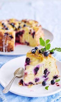 Mustikkainen sitruunajuustokakku   Maku No Bake Desserts, Delicious Desserts, Yummy Food, Cake Decorating Designs, Savory Pastry, Gateaux Cake, Sweet Bakery, Dessert Decoration, Galette