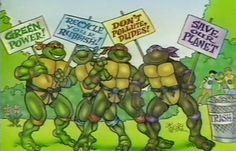 """Cuando las Tortugas Ninja animaban a los chavales a que fueran cuidadosos con el Medio Ambiente...  En los carteles se pueden leer cosas como """"Poder Verde"""", """"Recicla tu basura"""", """"No contaminéis, chavales"""" o """"Salvemos el Planeta""""."""