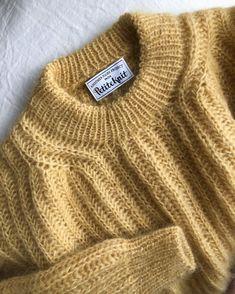 September Sweater – PetiteKnit Easy Sweater Knitting Patterns, Knit Patterns, Free Knitting, Knitting Ideas, Knit Fashion, Curvy Fashion, Petite Fashion, Style Fashion, Mustard Sweater