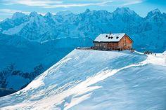 Wir präsentieren Ihnen fünf Wintersportorte, die uns nicht nur mit einem breiten Pistenangebot überzeugen, sondern auch mit Kulinarik und rustikal-gemütlicher Atmosphäre.