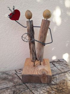 47 Unique Crafts Everyone Should Try This Year Driftwood Projects, Small Wood Projects, Driftwood Art, Diy Craft Projects, Creative Crafts, Easy Crafts, Arts And Crafts, Wood Pallet Art, Creation Deco