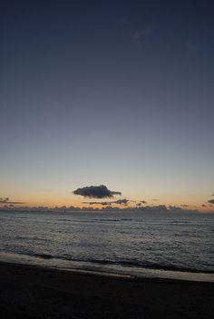 夜明け直前。明るくなってきた空。
