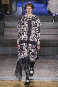 Antonio Marras Fall 2019 Ready-to-Wear Fashion Show - Vogue Antonio Marras, Couture Fashion, Runway Fashion, Vogue Fashion, Vogue Paris, Fashion Show Collection, Kimono Fashion, Mannequins, Catwalk