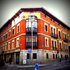 El Palacio de Santa Bárbara también es conocido como Palacio del Conde de Villagonzalo, fue construido por el arquitecto Juan de Madrazo y Kuntz, en el año 1866.  #historia #turismo   http://www.rutasconhistoria.es/loc/palacio-de-santa-barbara