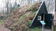 Veenhuis met bedekt dak tegen de kou   Dit was een woning voor veenarbeiders    Vriezenveen.     Nederland.