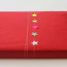 Gift wrapping idea using small star stickers Wrapping Ideas, Wrapping Gift, Gift Wraping, Creative Gift Wrapping, Christmas Gift Wrapping, Creative Gifts, Paper Packaging, Pretty Packaging, Gift Packaging