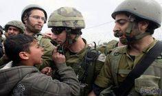 الاحتلال الاسرائيلي يعتقل شابأ بزعم تنفيذ عملية طعن في الخليل: اعتقلت قوات الاحتلال الإسرائيلي، مساء اليوم الأربعاء ، شابا فلسطينيا قرب…