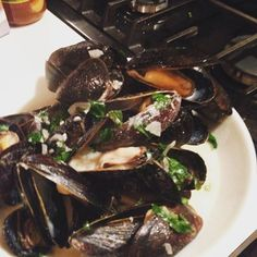 More mussels in 2016 please! Mussels in. The start… Wine Sauce, Mussels, Kitchenette, Pampered Chef, Original Recipe, Seafood, Steak, Garlic, Recipes