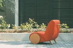 Rapide: A Lounge Chair Inspired by a Wheelbarrow - Design Milk Steel Furniture, Deco Furniture, Unique Furniture, Accent Furniture, Furniture Design, Rolling Chair, Design Studio, Clever Design, Wheelbarrow
