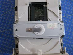 Proyectos DIY para reciclar un lector de CD/DVD - Ikkaro Power Strip, Arduino, Diy, Disco Duro, Gadgets, Design, Project Ideas, Upcycle, Tools