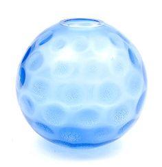 Botterweg Auctions Amsterdam > Azuurblauw glazen vaas met tincraquelé in de vorm van noppen, ontwerp A.D.Copier 1934, uitvoering Glasfabriek Leerdam