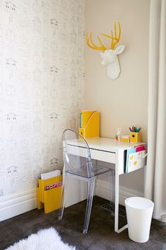 Perfect little desk in this Incredible Kids Room Design In White And Yellow Colors | Kidsomania