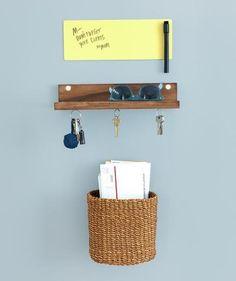 wall-organizing_gal