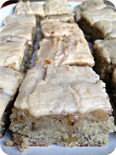 Banana Bread Bars with Brown Butter Frosting. DO NOT pass these up. Ingredients: Banana Bread Bars: c. sugar 1 c. sour cream c. butter, softened 2 eggs or ripe bananas, mashed 2 tsp. vanilla extract 2 c. all purpose flour 1 tsp. Eat Dessert First, Dessert Bars, Dessert Food, Dessert Bread, Think Food, Love Food, Banana Bread Brownies, Banana Bars, Cake Brownies