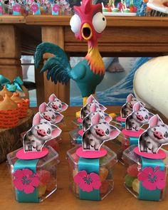 Nenhuma descrição de foto disponível. Moana Birthday Outfit, Moana Birthday Party Theme, Moana Themed Party, Princess Theme Party, Frozen Theme Party, Moana Party, Disney Princess Party, 4th Birthday Parties, Birthday Party Decorations