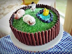 simple farm cake, could easily do with plastic animals on top instead of sugar ones