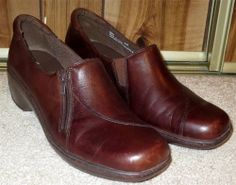12ebe1ce47af Woman s Clarks Brown Leather Zipper Side Slip On Loafers Size 8 1 5M 8.5  Medium