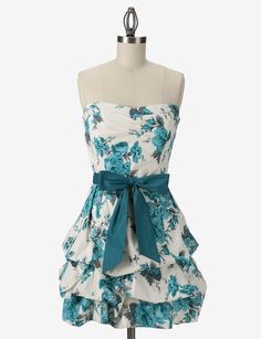 love this dress! Sorry the link seems to be broken. All I have left is the pic of the dress :(
