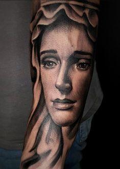 Preto e Cinza na tatuagem: 31 artistas brasileiros para seguir - Blog Tattoo2me Blog, Things To Sell, Portrait, Black And Grey Tattoos, Black Style, Solid Black Tattoo, Bud, Artists, Headshot Photography
