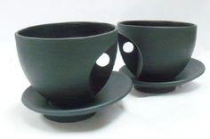 Goyer Bonneau Functional Pottery          Interesting design for handles.