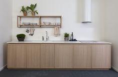 Kök i Ramel i serien Intro här i utförande vitbonad ek