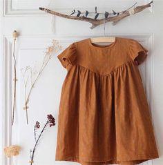 Patron de robe et blouse Louise - Ikatee - Rascol Little Kid Fashion, Baby Girl Fashion, Kids Fashion, Frocks For Girls, Little Girl Dresses, Girls Dresses, Girls Blouse, Blouse Dress, Kids Dress Patterns