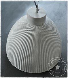 verftechnieken-industriele-lamp-tafel. Deze lampen heb ik ook nog op zolder staan. Ga ik zeker uitproberen!
