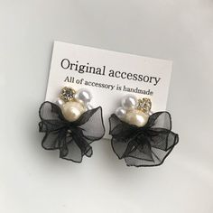 * ブラック オーガンジー フリル ビジューピアス Diy Fabric Jewellery, Resin Jewelry, Jewelry Crafts, Handmade Jewelry, Girls Earrings, Beaded Earrings, Stylish Jewelry, Jewelry Accessories, Millinery Hats