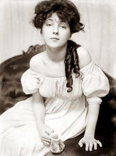 picture taken in 1900 of Evelyn Nesbit. She was a model and actress, and lived between 1884 and 1967. At the time of this photograph, she would have been 16 years old.
