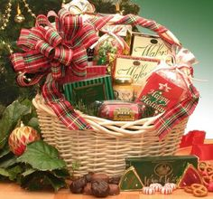Holiday Celebrations Holiday Gift Basket -XLarge - http://www.specialdaysgift.com/holiday-celebrations-holiday-gift-basket-xlarge/