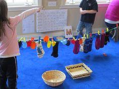 At play with mittens like the Three Little Kittens – Teach Preschool Rhyming Preschool, Nursery Rhymes Preschool, Nursery Rhyme Theme, Preschool Centers, Preschool Themes, Teach Preschool, Kitten Mittens, Creative Curriculum, Little Kittens