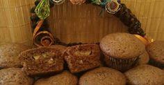 Mennyei Bögrés muffin recept! Egy bögre a mérce. Nagyon sok változata van a muffinnak. Én erre a receptre rátaláltam, és azóta is ennél maradtam. Bármit tehetünk bele: gyümölcsöt, csokit, csokidarát, stb. Puha a tésztája és finom is. 🍒🍫🍌 Muffin, Breakfast, Food, Fitness, Diet, Morning Coffee, Essen, Muffins, Meals