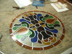 Glas in lood Atelier Schmit Table Top Design, Ramen, Stained Glass, Tiffany, Glass Art, Windows, Stone, Outdoor Decor, Home Decor
