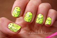 Manicura con cara feliz (acid emoticon)