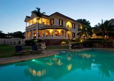 Located in Berea, African Pride Audacia Manor Hotel is a perfect starting point from which to explore Durban. The property features a wide range of facilities to make your stay a pleasant experience. Free Wi-Fi in all rooms, daily housekeeping, print Honeymoon Hotels, Honeymoon Destinations, Colonial Mansion, Visit South Africa, Fine Hotels, Mediterranean Style Homes, Wedding Book, Hotel Deals, Outdoor Pool