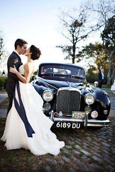 Photo idea - Bride, groom and wedding car Wedding Poses, Wedding Couples, Wedding Portraits, Lesbian Wedding, Wedding Ideas, Wedding Limo, Dream Wedding, Trendy Wedding, Wedding Bride