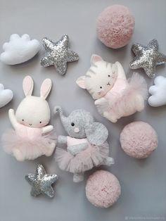 Felt Crafts Diy, Felt Diy, Baby Crafts, Diy For Kids, Crafts For Kids, Baby Mobile, Felt Mobile, Felt Animal Patterns, Fabric Toys