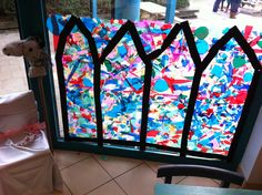 Make stained glass with toddlers in the castle corner. Theme knights and princesses - arta Making Stained Glass, Renaissance, Castle, Knights, Stage, How To Make, Ford, Corner, School